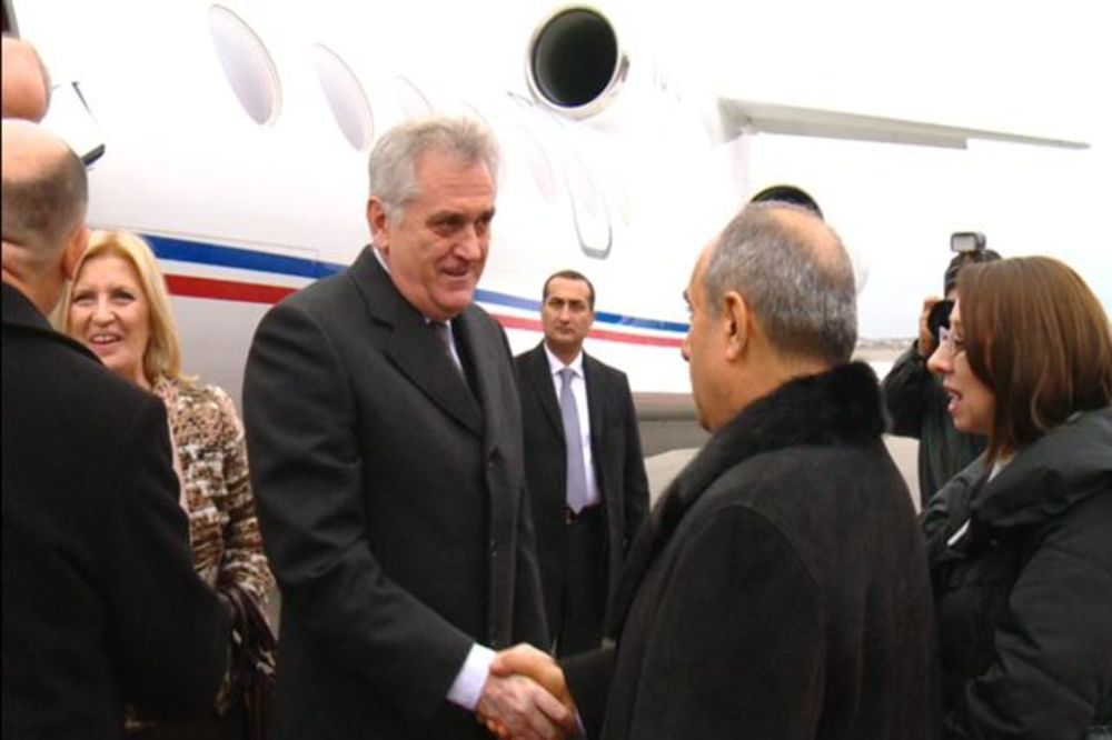 Nikolić doputovao u Baku