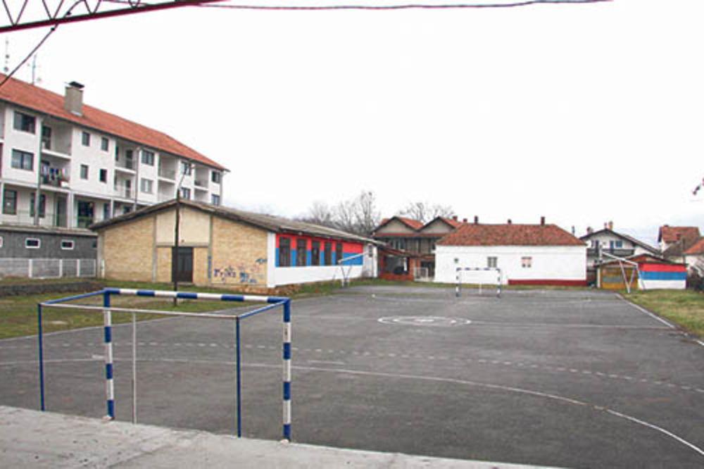 Dvorište škole u kojem je silovana devojčica