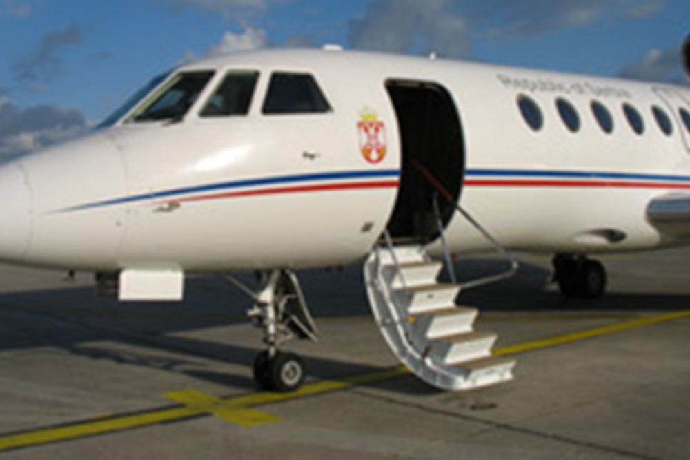 IDE U STARO GVOŽĐE: Vlada će se rešiti aviona falkon 50