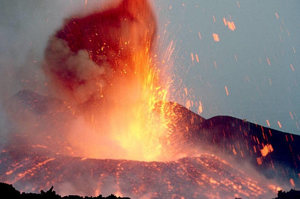 Vulkani - Page 5 Vulkan-etna-grmljavina-zemlje-1361650932-272363