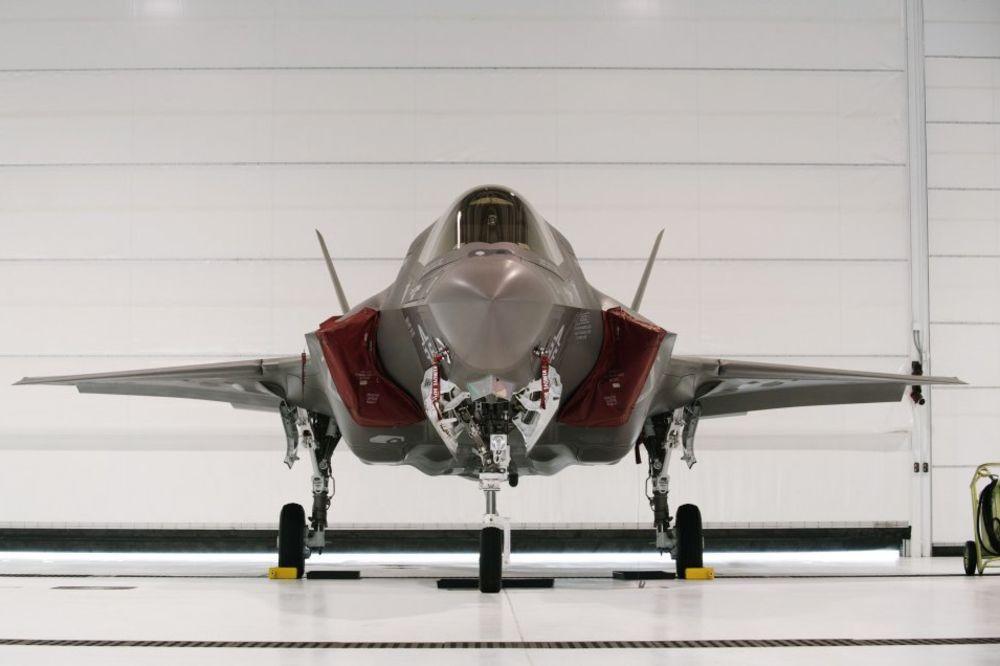 UDAR NA AMERIČKU AVIJACIJU: Kineski hakeri ukrali od SAD dizajn borbenog aviona!