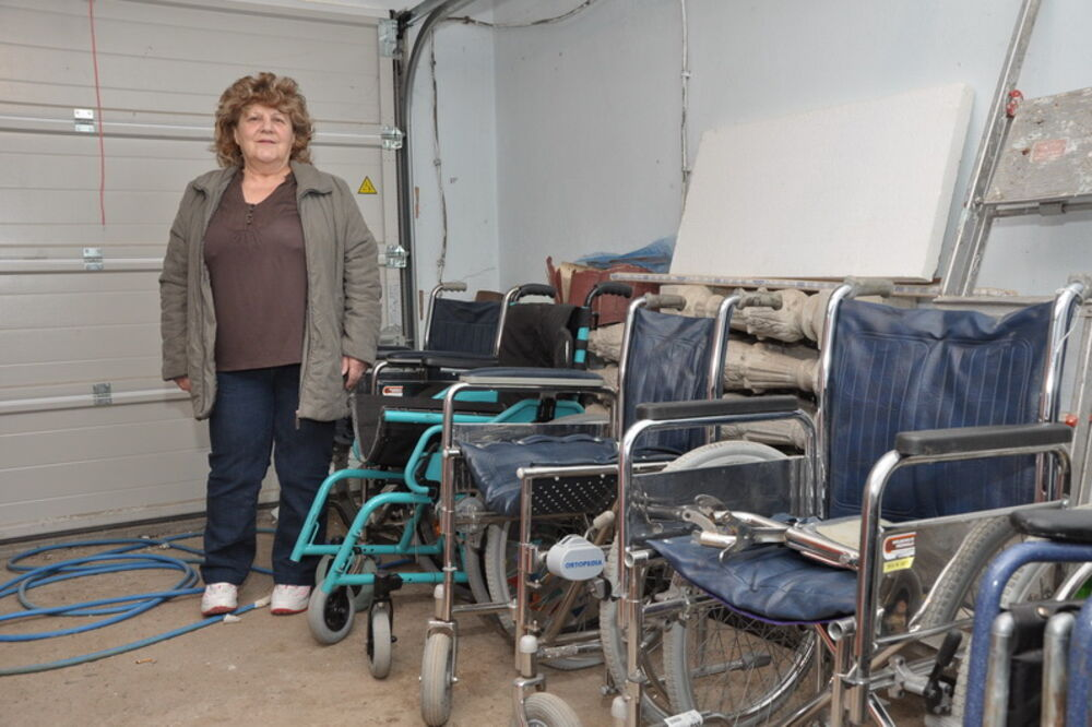 Prokuplje, Milica Aranđelović, invalidska kolica, poklanja,