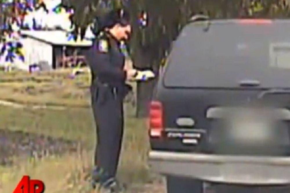 MACA NA ZADATKU: Ometala policajca dok je pisao kaznu