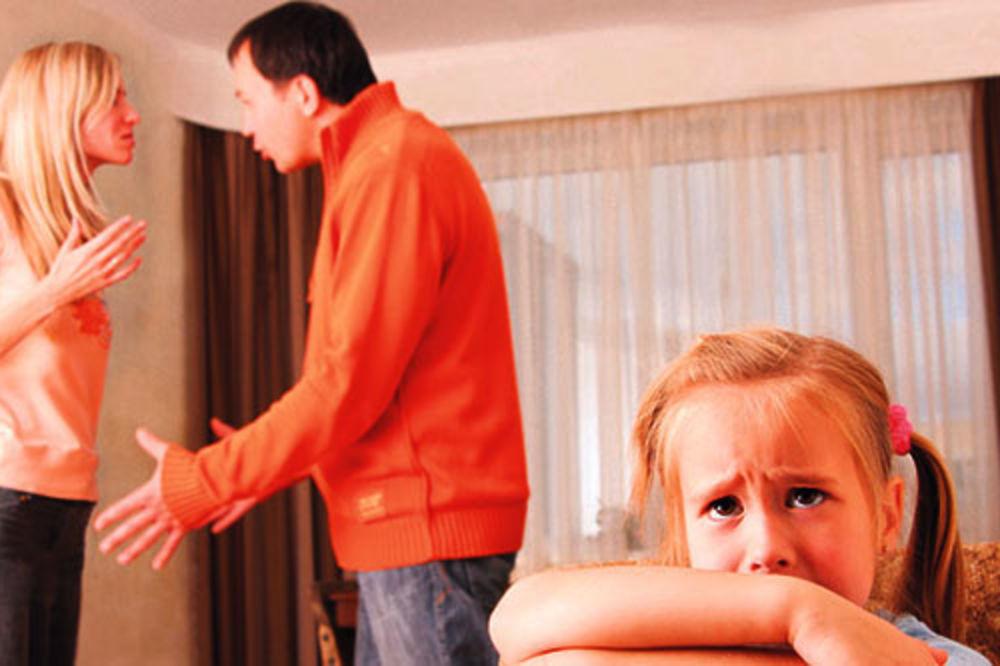 TRPITE ZBOG DECE: 10 izgovora zbog kojih ostajete u lošem braku