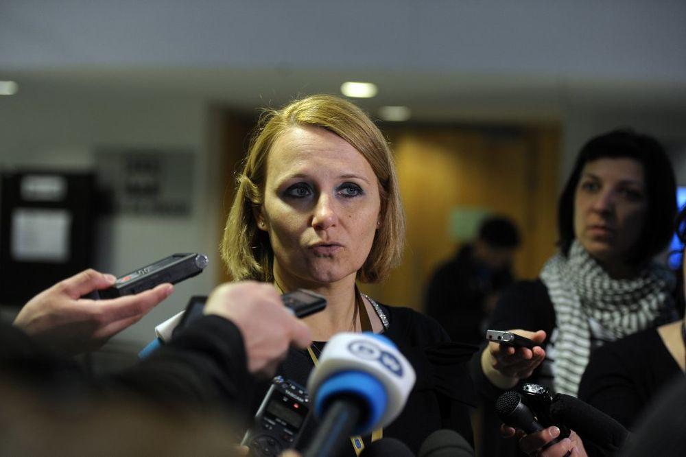 ZASTAVA VELIKE ALBANIJE JE PROVOKACIJA: Portparolka Evropske komisije edukovala albanske novinare