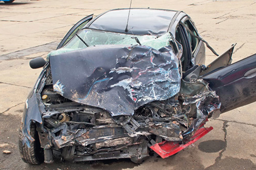 poginuo policajac, policajac Mirko Guslov, Novi Sad, reno megan, saobraćajna nes