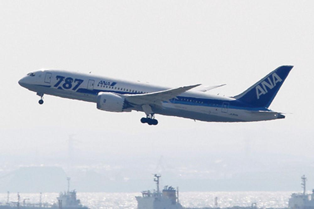 LET ZA ČIKAGO: Poljski boing 787 prinudno sleteo u Glazgov!