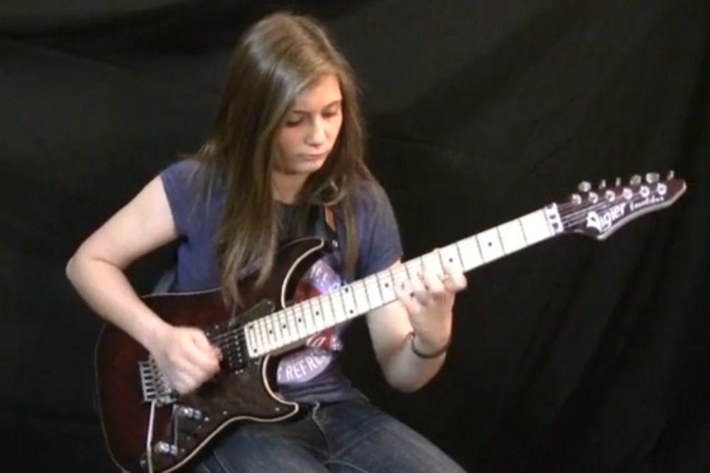 Фото - 14-летняя Тина С. исполняет произведение Ван Халена Извержение