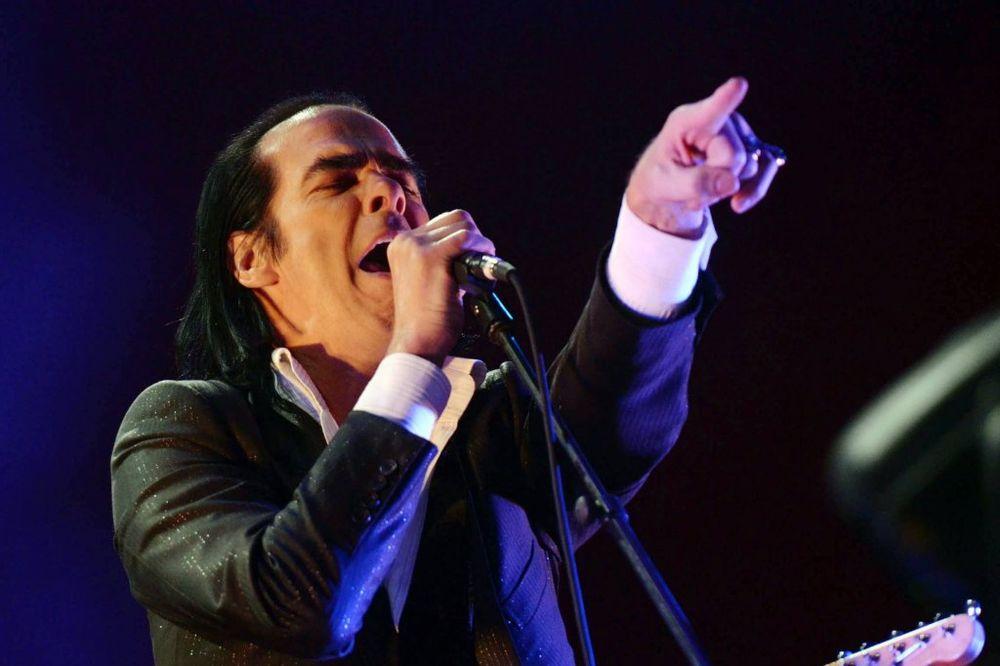 (VIDEO) NADAHNUT TRAGEDIJOM: Nik Kejv objavljuje prvi album nakon smrti sina