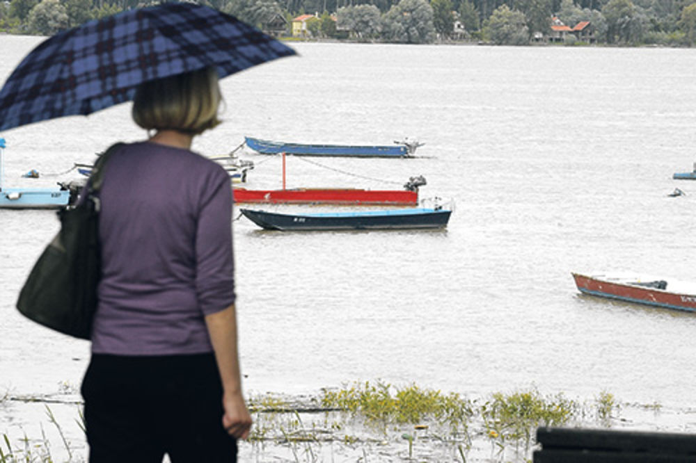BESANA NOĆ: Dunav sa 3 nadošao na 6 metara, pretila opasnost od izlivanja!