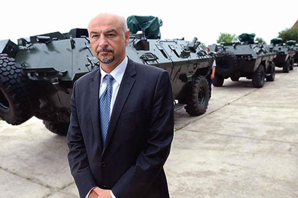 Nenad Miloradović, Naoružanje i vojna oprema,