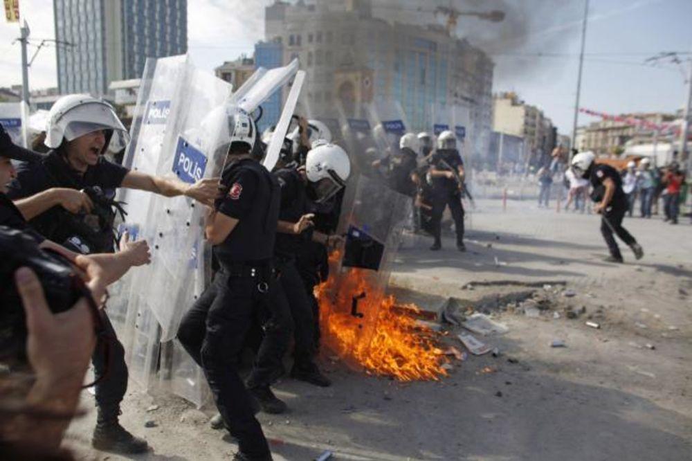 Svakodnevni sukobi policije i demonstranata: Trg Taksim u Istanbulu