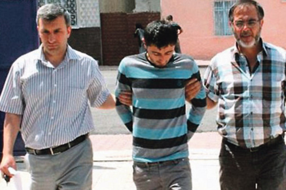 Prvi monstrum uhapšen je u autobusu u Konjai... Ismail A. (24)