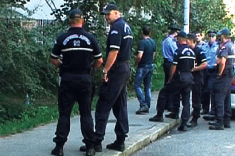 Uviđaj... Policija na mestu na kojem je Boban iskrvario i preminuo