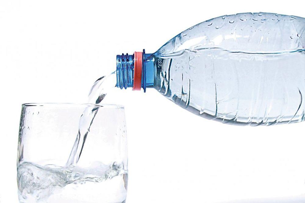 Zašto ne bi trebalo da pijete vodu koja je dugo stajala u plastičnoj flaši