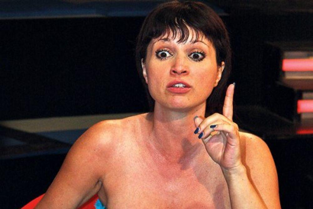 SVAĐA OKO CECINOG BRATA: Maja Nikolić gađala čašom Saru Trajanović!