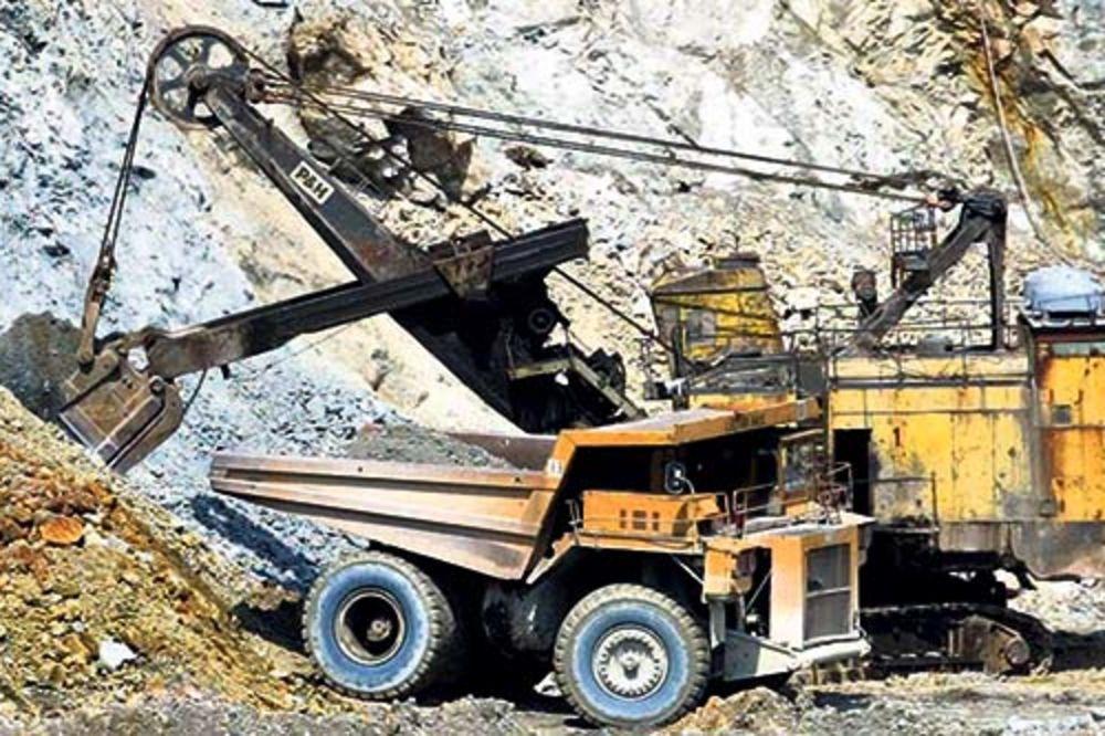 HOROR U BORU: Pao u grotlo rudnika, pa se nabo na šipku