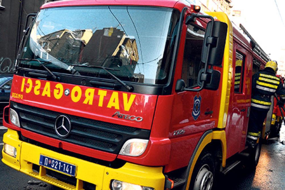 SAOBRAĆAJ BIO U PREKIDU: Zapalio se automobil u Kneza Miloša!