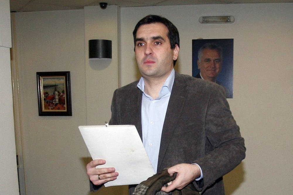 Nikolić: Ko ne da ostavku na duplu funkciju, leti iz SNS