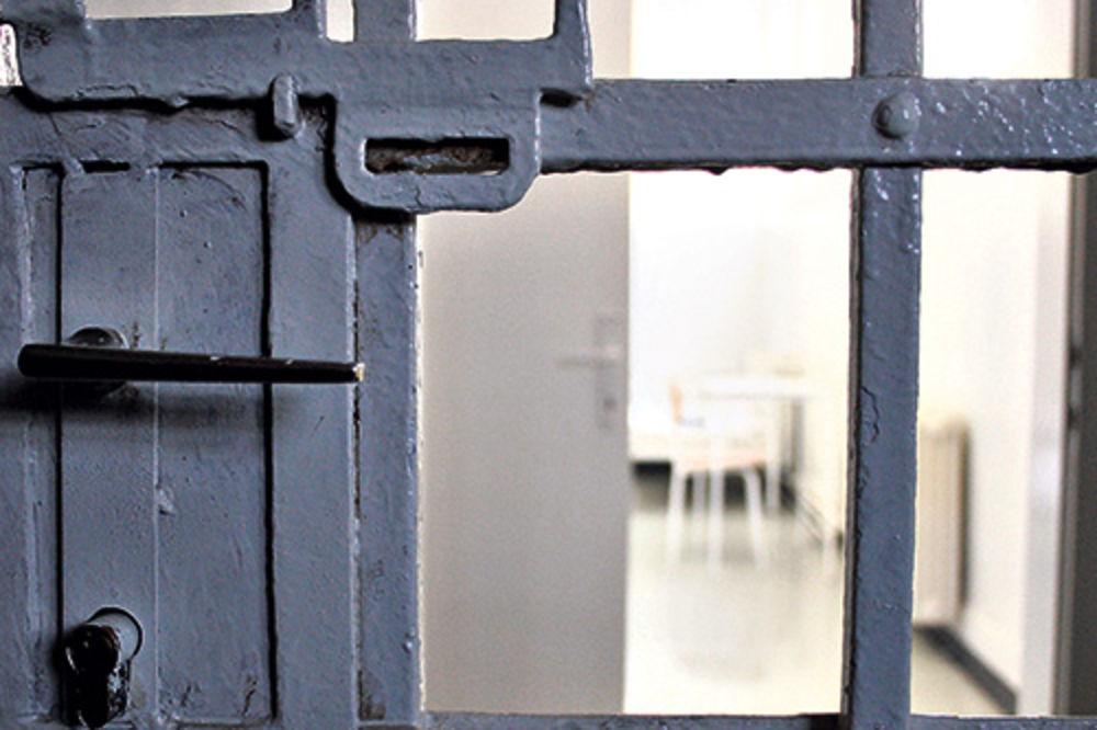 ZBOG OVE BRUKE, NEKO MORA DA ODGOVARA: Zatvorenik umro, a porodici rekli da je oslobođen!