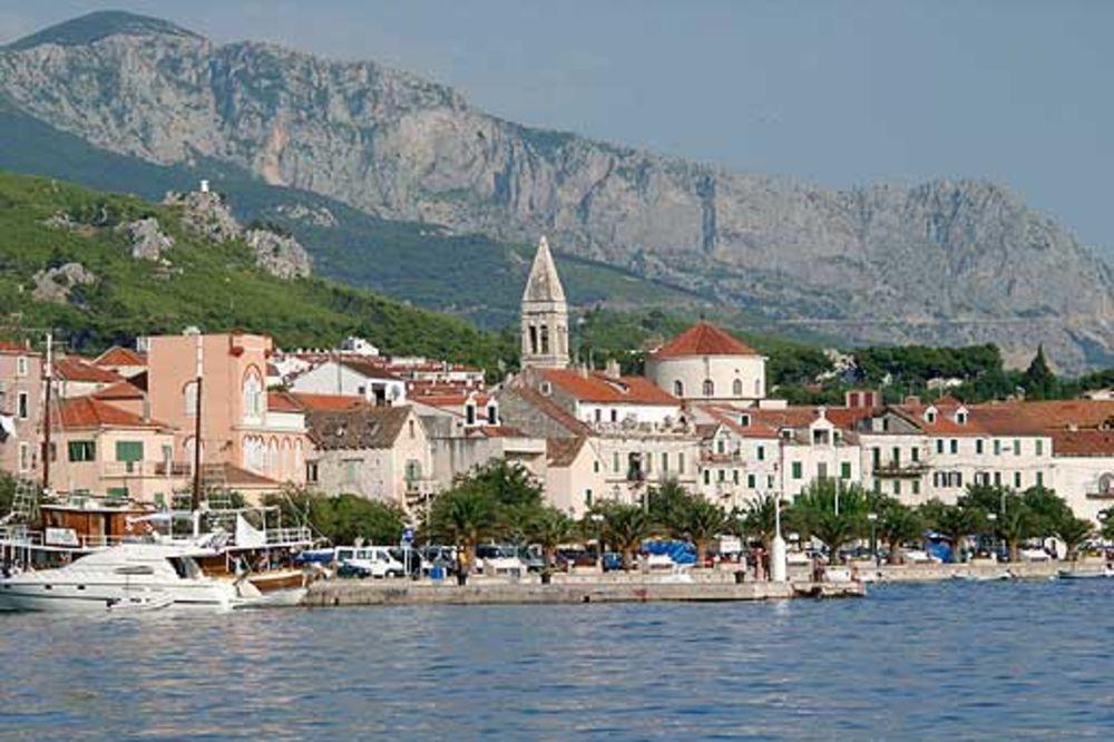 HIT NA FEJSBUKU: Urnebesni fejsbuk status o turistima u Hrvatskoj
