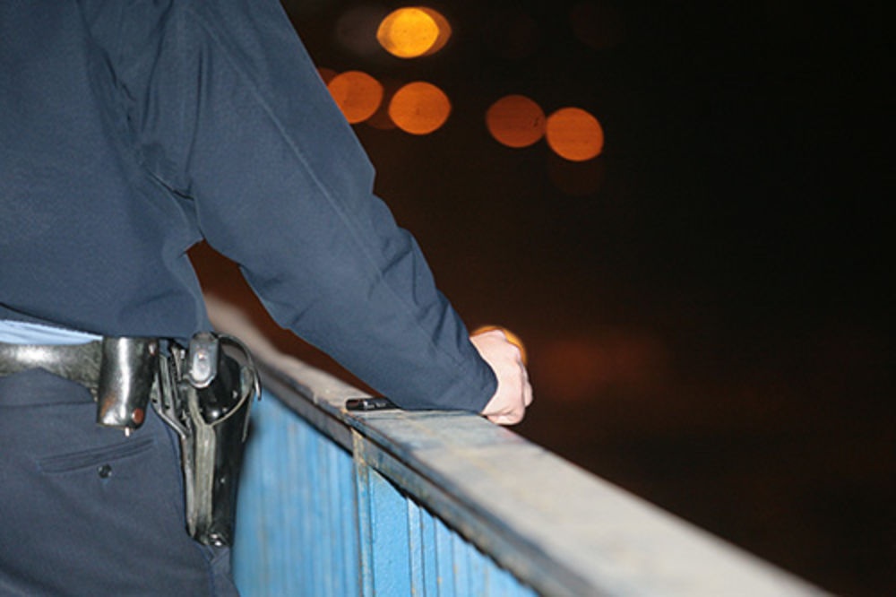 NAPAD U VRANJU: Nije hteo da se legitimiše pa nasrnuo na policajca