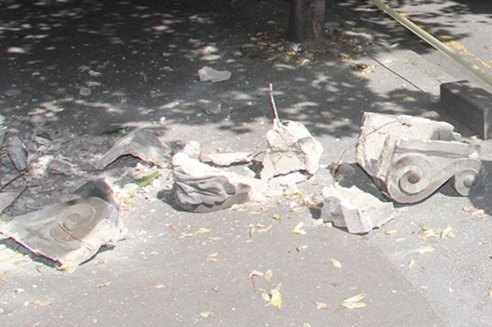 U CENTRU GRADA: Pao deo fasade u Kosovskoj ulici