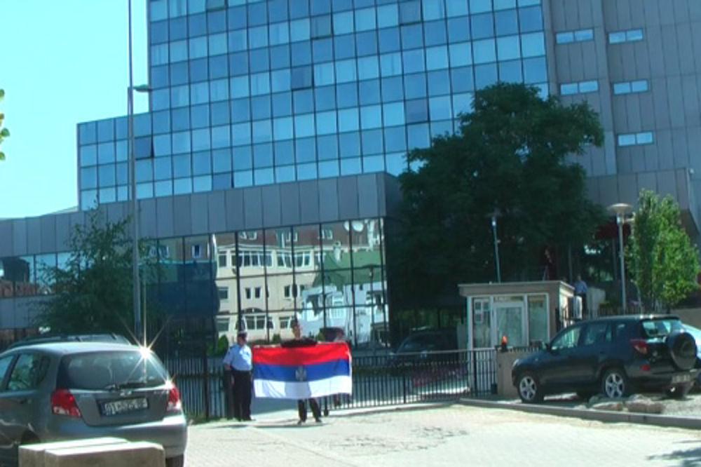 hapšenje, srpska zastava
