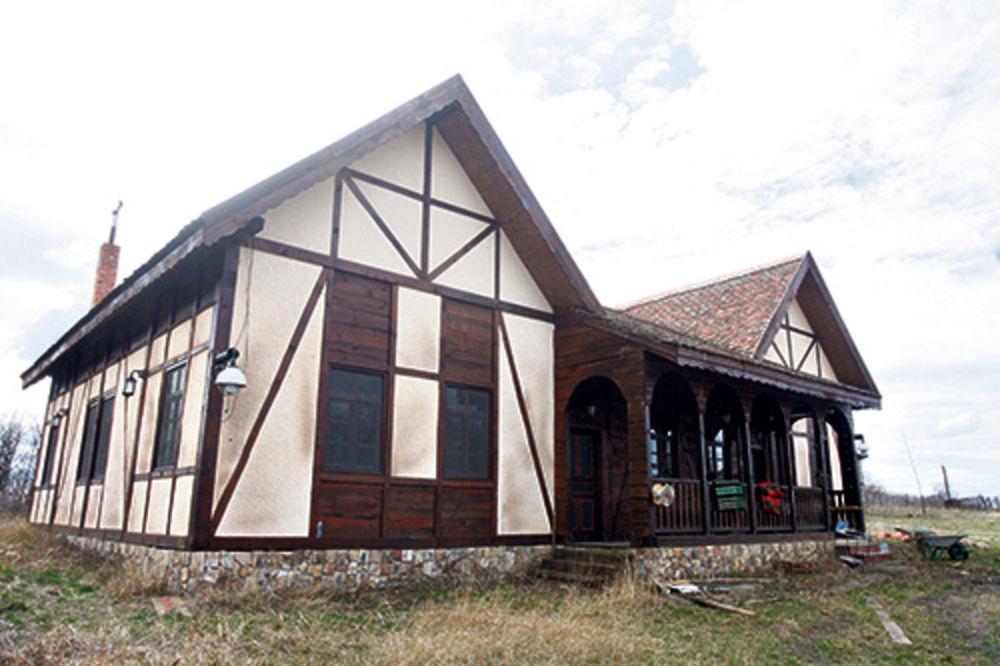 Farma, kuća