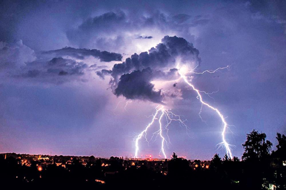 UPOZORENJE ZA SRBIJU: Po podne stiže nevreme praćeno kišom, olujnim vetrom i gradom