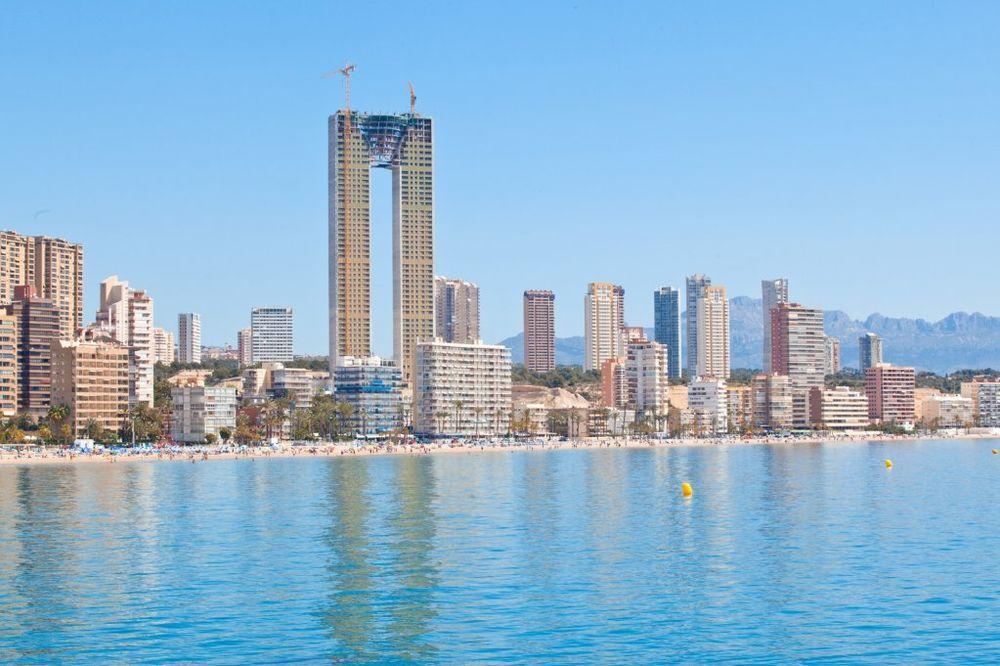 SIMBOL ŠPANIJE: Sagradili neboder od 47 spratova, ali zaboravili na lift!