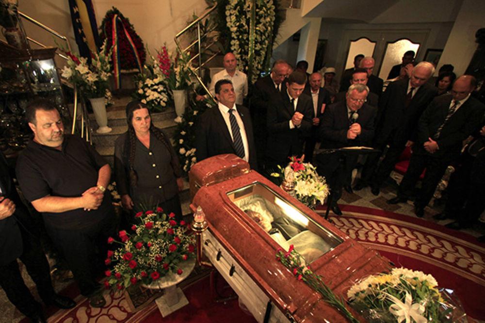 Ciganski kralj Florin Čoaba sahranjen u kovčegu sa klimom