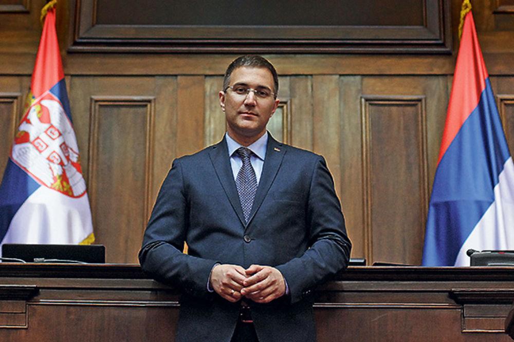 ŠPIJUNIRAJU POSLANIKE: Hrvati vršljaju po Skupštini, a Stefanović pojma nema!