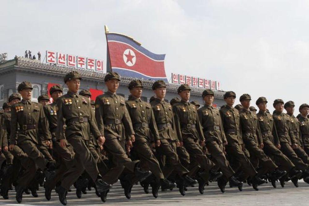 (VIDEO) OTPORNI NA SEKIRU, GLAVOM RAZBIJAJU KAMENJE: Ovo su specijalci Kim Džong Una!