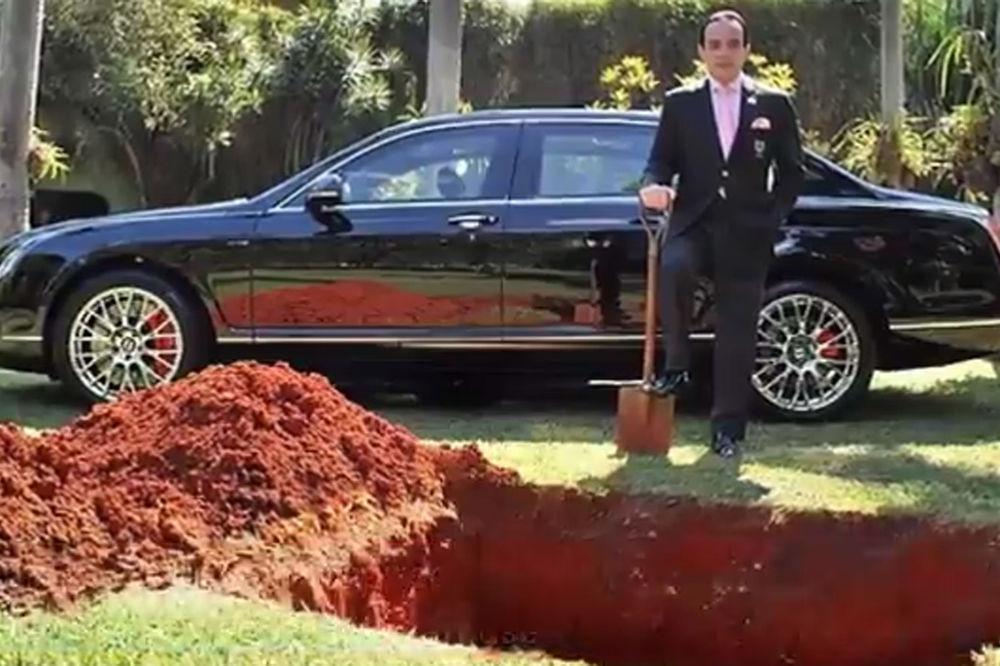 (VIDEO) BOGATI BRAZILAC ORGANIZOVAO SAHRANU ZA AUTO: Celi svet ga napao, a on ih je sve postideo...