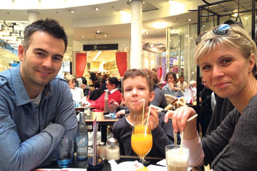 Jelena Helc s mužem Milanom i sinom Vukom