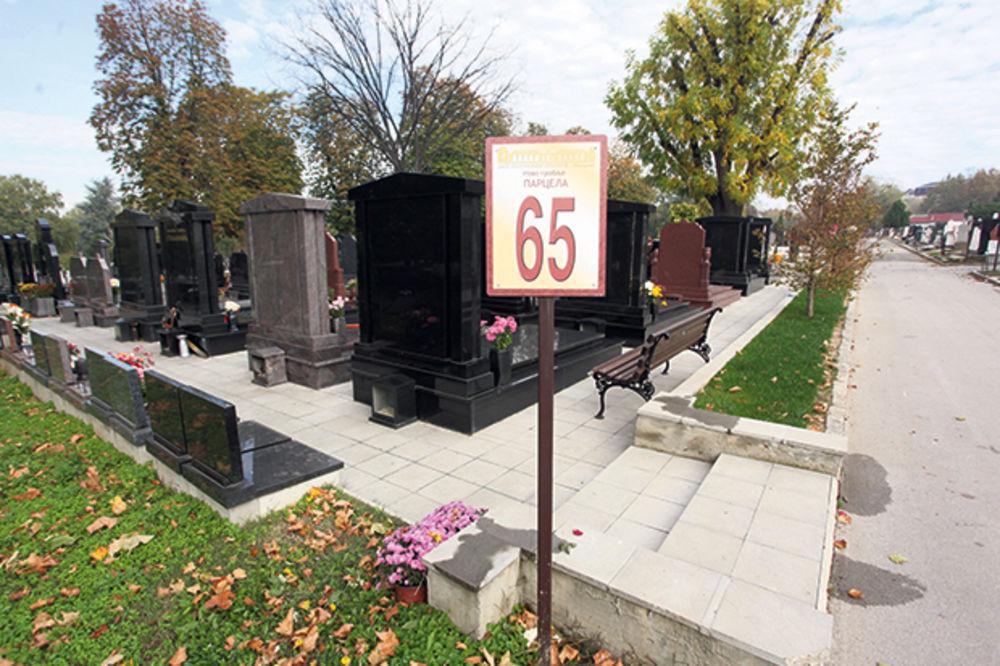 GORI OD TOPALOVIĆA: Ožalošćene zaskaču po parcelama da im uvale spomenik