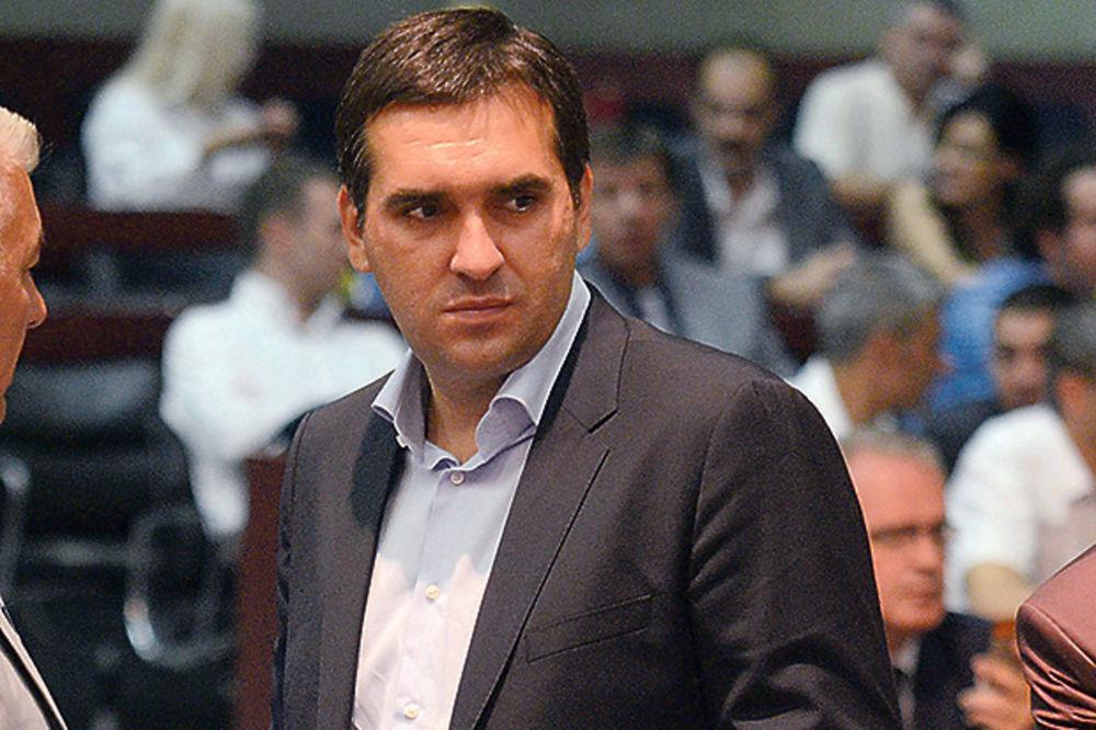Radomir Nikolić: Ko ne da ostavku na duplu funkciju, leti iz SNS