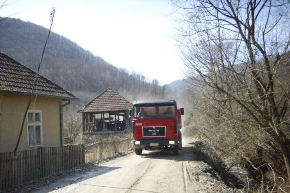 STRAH U KURŠUMLIJSKIM SELIMA: Albanci upadaju i usred bela dana