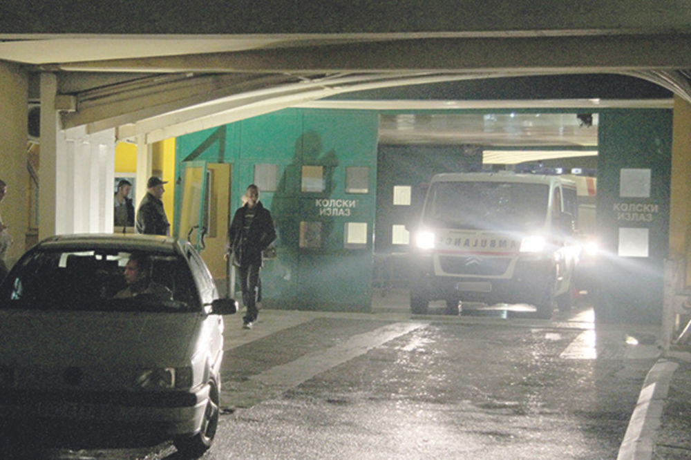 BEOGRAD: Muškarca pregazio voz, izbodena 3 mladića