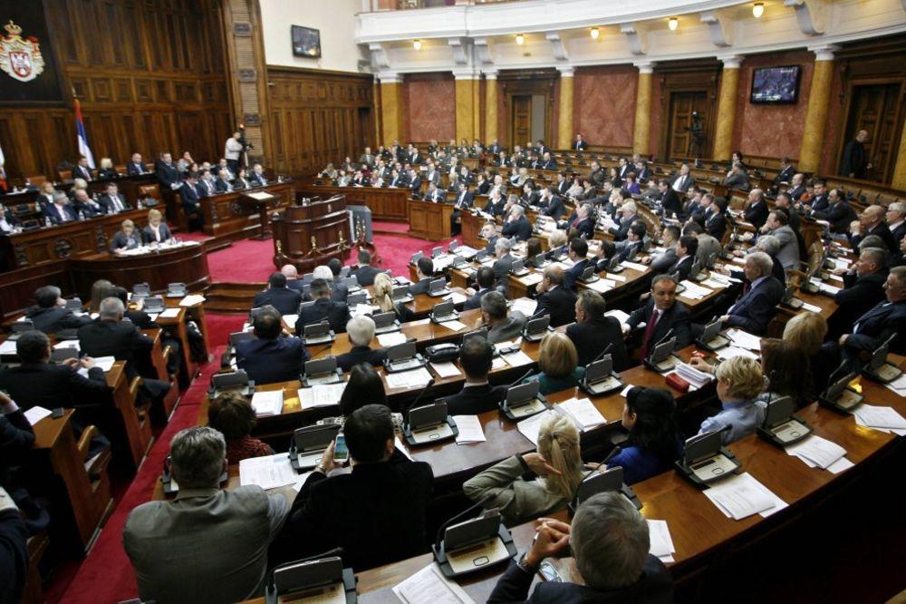 SKUPŠTINA SRBIJE: Konstatovane ostavke poslanika SNS