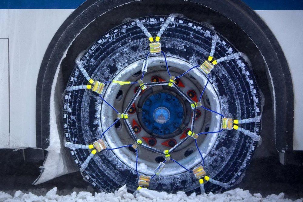 VOZAČI, OPREZ: Bez lanaca i zimske opreme nikako na put