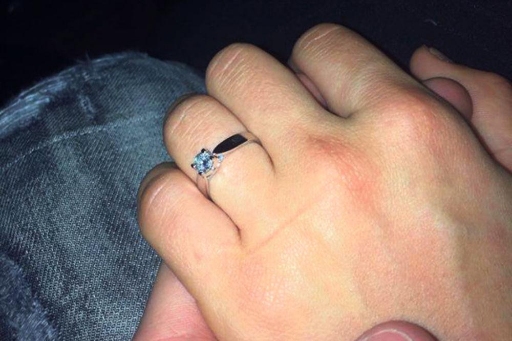 Na Mašinoj ruci sada sija dijamant