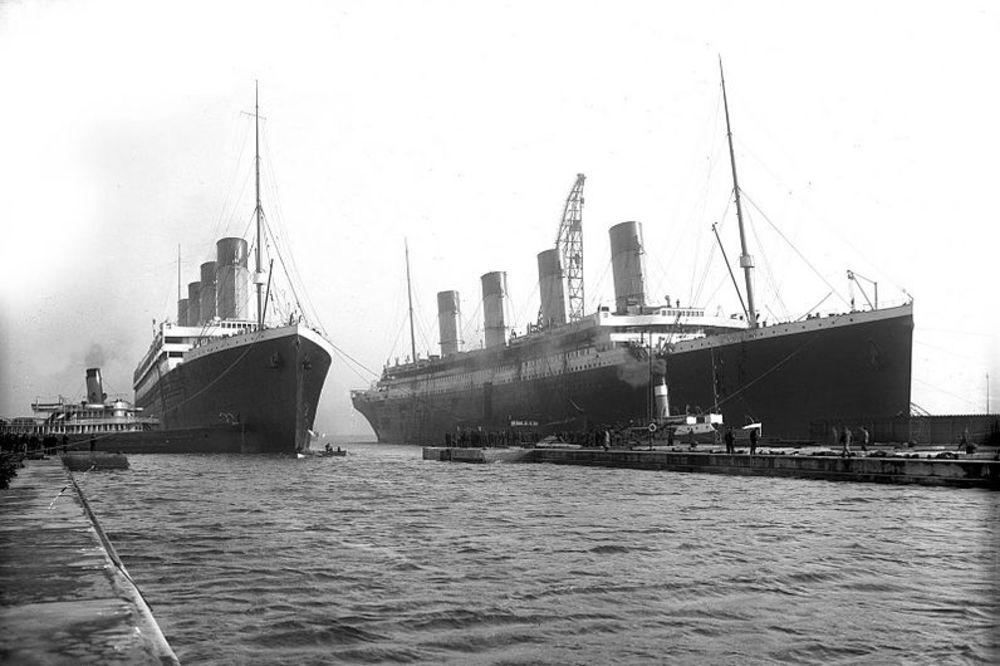 Olimpik (levo) i Titanik (desno)