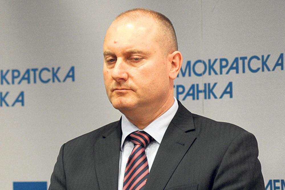 RAT SAOPŠTENJIMA - DS: Mirović nudio novac da Vrebalov pređe u SNS, Mirović: Laži Bojana Pajtića