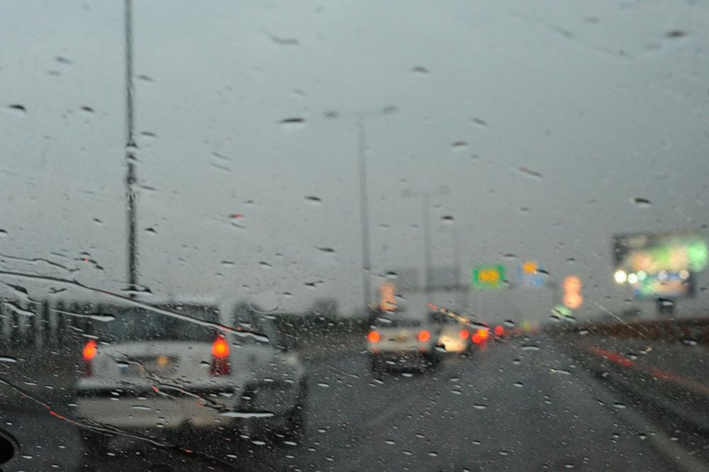 VOZAČI OPREZ: U većem delu Srbije pada kiša!