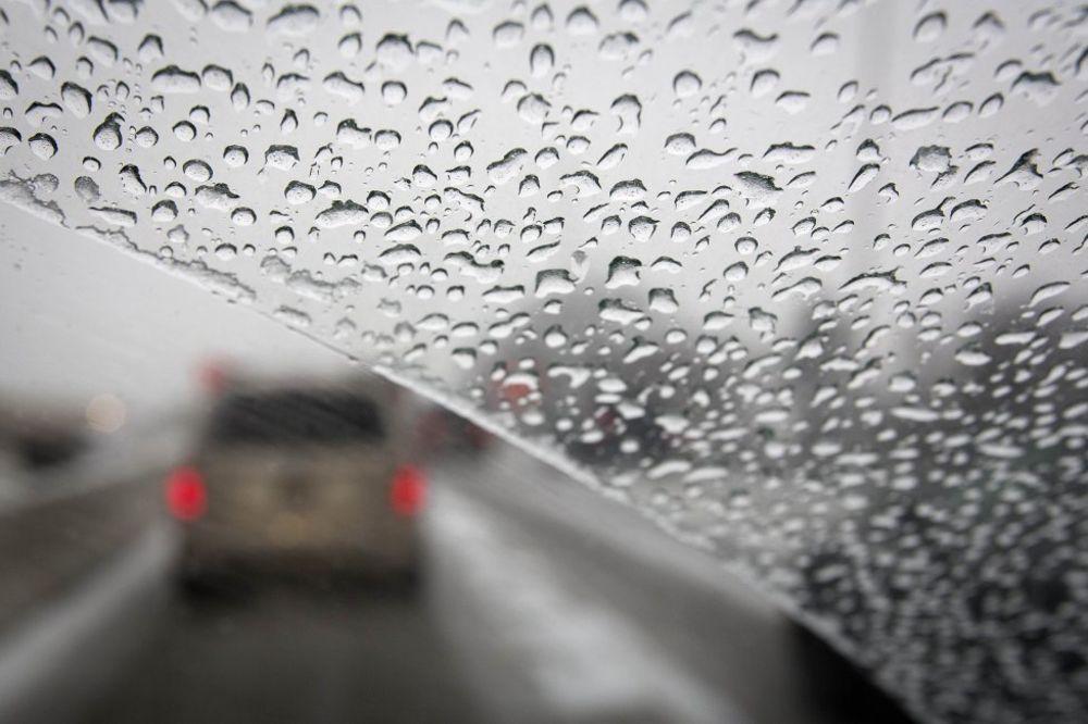 VOZAČI OPREZ: AMSS upozorava na vetar i ledenu kišu