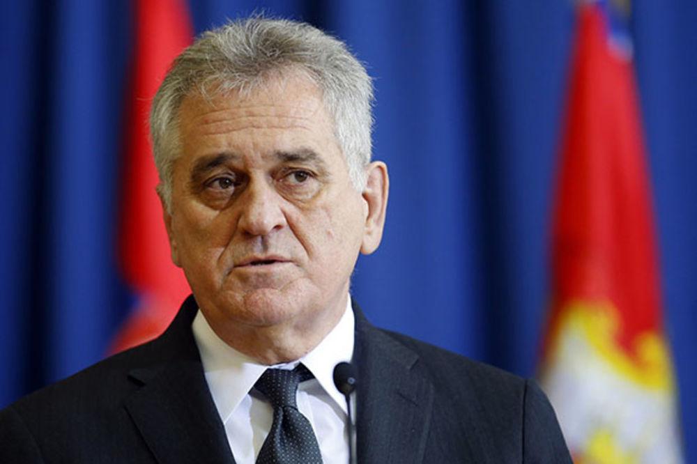 Toma Nikolić odlikovao V i PVO i ambasadora Alžira