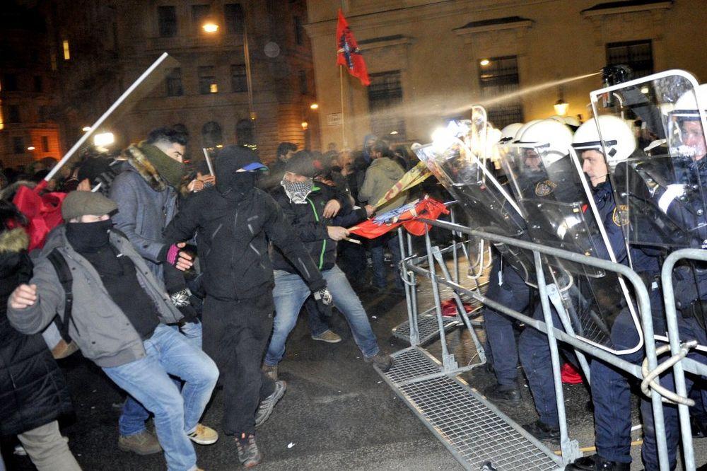 GUŽVA U BEČU: Levičari se tukli s policijom protiv bala desničara