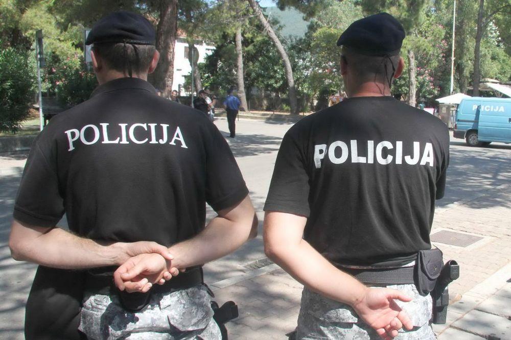 POSLOVE UGOVARALI U TIVTU: CG policija i DEA pohapsila trojicu švercera oružja!